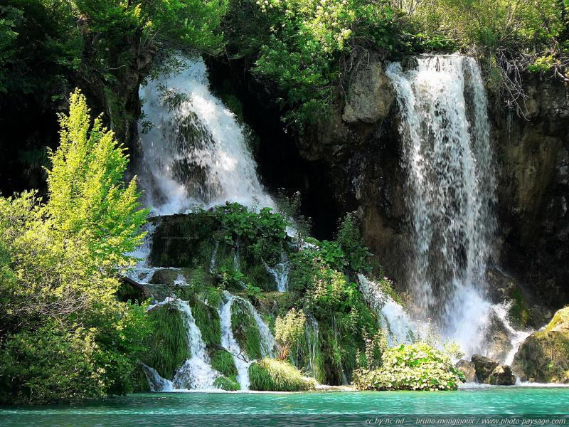 normal_nature-lake-river-and-waterfalls-plitvice-croatia-09